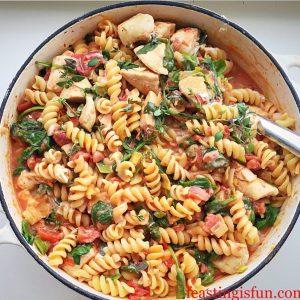 Creamy Tomato Spinach Chicken Pasta