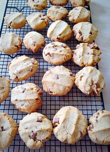 Hazelnut Chocolate Chunk Cookies Gluten Free - these cooling cookies smell amazing. A mixture of chocolate, hazelnut and vanilla - sooo good!