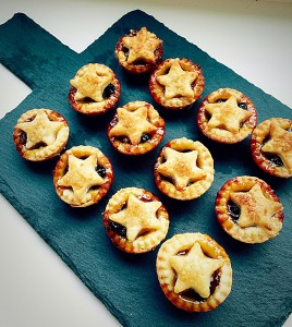 Cream Cheese Pastry Mince Pies perfect for sharing www.feastingisfun.com
