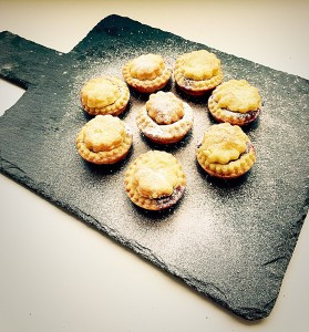 Cream Cheese Pastry Mince Pies so beautiful, easy and delicious www.feastingisfun.com